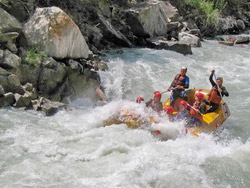 Rafting tour in the Chu River